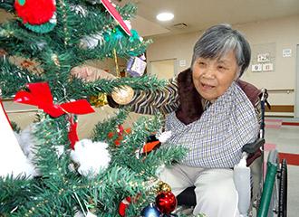 クリスマスツリーの飾付け